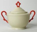 KAHLA ALEMANHA - Gracioso açucareiro em porcelana creme, com borda em movimento, alça em vivo laranja. Acompanha a sua respectiva tampa com pega. Possui registro da manufatura na base. Mede 10 cm de altura.