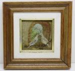 QUADRO - pintura a óleo retratando pombas em janela. Assinado: Nany Trancoso. Med.: 25x25 cms. Marcas de uso e marcas do tempo.