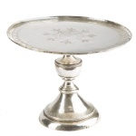 Esmoleira em prata batida, repuxada e cinzelada no estilo e época D. Maria. Brasil, cerca de 1800. 18 cm de altura.