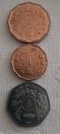 Três moedas da Uganda -  dois  Shillings 1987 , um  Shillings 1987 e cinco  Shillings 1987.