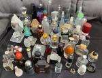 Lote com mais de  cinquenta frascos de perfumes Importados vazios para Coleção.