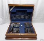 Faqueiro 104 peças em aço inox Hercules, modelo Krupp, completo com estojo em madeira.