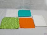Lote de 5 tecidos para artesanatos. Diversos tamanhos e cores. Medindo verde com bolinhas: 160 cm X 170 cm.