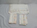 Jogo de lençol sem elástico casal com 2 fronhas, peças em ótimo estado , apenas com marcas de guardado. Medindo lençol: 240 cm X 240 cm.