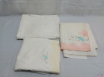 Lote de 3 lençóis de casal sem elástico. Peças em algodão, bom estado e apenas com marcas de guardado. Medindo o com bainha rosa: 230 cm X  220 cm.