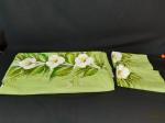 Jogo de cama  casal 3 peças, lençol e 2 fronhas pintadas representando copos de leite. Medida 2,37 cm x 2,44 cm.
