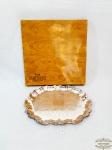 Bandeja Oval Decorada e Bordas Recortadas em Prata 90 Old English Wollf. Medida 36 cm x 29 cm.