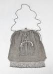 Antiga bolsa dupla em malha de Prata de lei portuguesa JAVALI II (segundo título)  com detalhe em roseta. Em perfeito estado. Med. 40 x 19 cm com alça e 20 x 90 sem alça. A menor mede 10 x 7 cm. Peso: 195