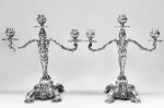 MICHEL KHOURY - Par de antigos candelabros para três(3) velas, estilo ROCAILLE, em prata de lei brasileira 800, com contraste PB, MK e teor. Sem enchimento. Medindo: 33 x 30 x 14 cm. Peso líquido: 3708 gramas.