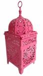 Grande lanterna indiana para vela com ricos vazados no tom pink. Medida 15x15cm e 38 cm de altura.