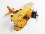 Grande avião feito de metal e lata com riqueza de acabamentos e policromia. Medida .......