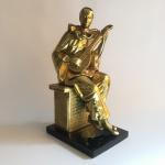 """Antiga e robusta escultura """"PIERROT"""" em metal revestido de dourado sobre base retangular. Dimensões: 37 cm x 19 cm x 14,5 cm / 5 kg."""