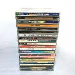 Conjunto com 20 CDS nacionais (Samba, Pagode, Forró. Exemplares originais e em excelente estado.  Poucos sinais de uso.
