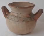 ARTESANATO , possivelmente feita por ÍNDIOS BRASILEIROS. .  Vaso em terracota. Altura 15 cm. Diâmetro maior 17 cm