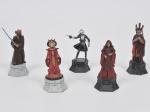 COLECIONISMO - Star Wars - Lote composto por 05 esculturas de coleção em metal ricamente policromado a mão retratando os seguintes personagens: Zam Wesell, Padme Amidala, Darth Sidious, Nute Gunray e Plo Koon. Med: 9cm
