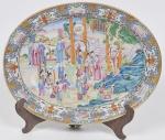 COMPANHIA DAS ÍNDIAS - DINASTIA QING (1644 - 1912) - Reinado Qianlong(1735 - 1796) - Raríssima travessa oval em Porcelana Chinesa dito pasta dura, Esmaltes da Família Verde. Med: 44 x 34cm