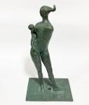 """HECTOR CARYBÉ (1911 - 1997) -  """"Maternidade"""" / Escultura em Bronze / Assinada / Base em Mármore Negro / Medindo 48 cm de altura"""
