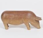 ARTE POPULAR - PORCO - Escultura em madeira de lei entalhada. Ausência de Assinatura. Med: 20 x 06 x 09cm