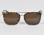 GIORGIO ARMANI - Óculos de sol italiano com armação em metal e material sintético. Med: 14 x 5cm