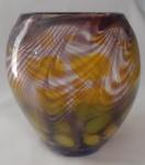 Lindo vaso em vidro grosso  Murano com detalhes e amarelo, marrom  e azul - Diâmetro: 14 cm boca )Altura: 19 cm ( vaso com pequenas bolhas , mínimo lascado na base e pequeno corte no vidro como mostra na foto)