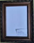 Moldura histórica em madeira legítima com detalhes a mão. Acompanha o vidro - Medidas: 20,5x14,5 cm  cm e  29x23 cm