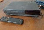 Antigo Video Cassete Samsung X45br II, NAO TESTADO, com controle remoto com compartimento  da pilha enferrujado.
