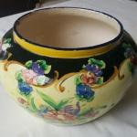 Antigo vaso alcobaça com desenhos , lote com fio de cabelo, marcas do tempo. Diâmetro: 24 cm e Altura: 16 cm