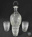 BACCARAT - Raro PADRÃO ROHAN - Decanter /garrafa para licor e 3 copos em fino cristal delicadamente lapidado. Período de 1920 a 1935. PEÇAS ASSINADAS. Em perfeito estado. Med. 25 cm e copo 8 cm. VER COTAÇÃO -------> https://www.proantic.com/en/display.php?id=681709  #cristalbaccarat #baccarat #french #art