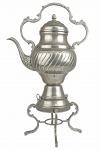 Antigo Samovar, em metal espessurado a prata, ricamente cinzelado, composto de Base e Bule com tampa móvel. Dimensões: 51 cm X 32 cm X 18 cm (Alt./Comp.entre pega e bico/Diâm.máx.). Perda no banho de prata, algumas mossas. clxxx