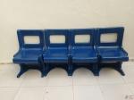 Jogo de 4 cadeiras em fibra de vidro, da década de 70, na cor azul. Medindo 49cm x 42cm x 80cm de altura.