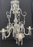 Antigo e imponente lustre para cinco lâmpadas, com estrutura em cristal europeu transparente, ricamente lapidado no formato diamante e bico de jaca. Mede 90cm x 60cm.