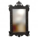 PORTUGAL SEC. XIX - Antigo espelho em cristal bisotado, protegido por fabulosa moldura em jacarandá, ricamente adornada com motivo floral, volutas e acantos, entalhados a mão. Mede 1,10 cm x 62 cm.