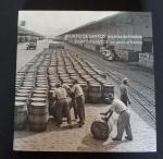 Porto de Santos 120 anos de História - 195 pág. Com diversas fotografias espetaculares. Med. 29cm x 29cm