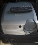 Projetor da marca INFOCUS modelo X2 DLP. Acondicionado em sua maleta original, acompanha controle remoto. ligando porém não testado.