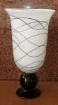 Espetacular Vaso de murano  branco leitoso com frisos de chocolate. alt. 50 cm