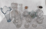 Lote com  14 peças de vidro moldados tamanho e modelo diverso.