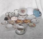 Lote com 30 peças de porcelana diversas, sendo xicaras, pires, caneca, etc..