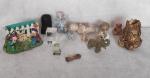 Lote com 14 peças sendo em resina, metal, madeira e cristal.