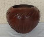 Vaso de Cerâmica Marro, decorado com sulcos transversais e sulcos circulares,  com 21 cm de altura