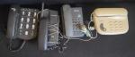 Lote com 4 aparelhos telefônicos sendo um sem fio, não testado, no estado, sem garantia.