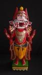 ESCULTURA - Interessante e Antiga escultura Hindu em madeira de meados do Séc XX,  com rica policromia, representando Deus Oriental em rico em detalhes. Med 52cm alt