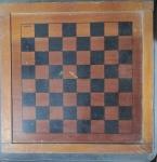 Antigo tabuleiro dupla face para jogos de Xadrez e Damas em madeira. Med. 34cm x 34cm - Demanda limpeza.