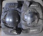 Joelheira da Seneca para patinação,  motocross, etc. demanda limpeza, cor preta.