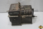 Maquina registradora de selos inglesa de 1930, Universal postal Frankers. Medindo 21,5cm de altura x 40cm de comprimento. Necessita revisão.