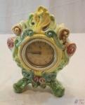 (CC) Relógio De Mesa Westclox Em Porcelana Tasca 701. MEDINDO: MOLDURA 32CM DE ALTURA X 24CM DE LARGURA; RELÓGIO 9,5CM DE DIÂMETRO.