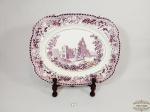 Travessa  decorativa Retangular em Faiança Inglesa tonalidade lilas  e Branca  representando cenas de   Castelo. Medida: 35 cm x 28 cm.