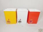 Antigo Jogo de 3 Latas Porta Mantimentos em Plastico Rigido Eva . Medida: 16 cm x 13 cm x 22 cm altura