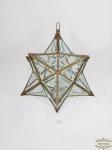 Enfeite Pendurar Feng Shui de 12 pontas em metal dourado com galeria em blocos de vidro translúcido todos bisotados em formato de triângulos.  Medida: 45 cm altura..Uma parte do metal de 1 faceta esta solta.