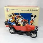 Mickey Mouse - Marvilhoso 1917 Touring Car conversível com a turma do Mickey, Minnie, Pateta, Pluto e Pato Donald. Fabricado pela ERTL. Acredito que seja na escala 1/24. As rodas giram livremente e os pneus são em borracha. Acompanha linda caixa original e a miniatura é acondicionada em isopor protetivo.