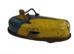 BRINQUEDO ANTIGO - CARRINHO BATE-BATE DE PARQUE DE DIVERSÕES (BUFFALO TOYS FLIVER BUG NO. 261 BUMPER CAR TIN TOY WIND-UP) em LATA, fabricado nos Estados Unidos pela Buffalo Toy & Tool Works - Patente 2072308 - Movido à corda (Funcionando). Mede aprox. 17,5 centímetros de comprimento. Consta ter sido fabricado na década de 30.